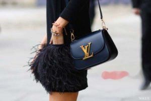 sự lịch lãm trong phong cách thời trang tạo nên giá cả đắt tiền của hãng túi xách hàng hiệu Valentino