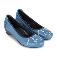 với màu xanh da trời cùng với các họa tiết ngộ nghĩnh, giày cao gót nữ đế thấp tạo nên nét xinh đẹp dễ thương cho phái nữ và có giá cũng rất rẻ