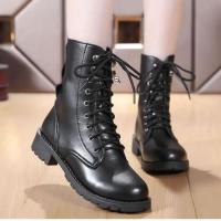 các đôi giày boot cao cổ luôn là một mẫu giày nữ đẹp được giới nữ trẻ trung ưa chuộng vì có giá thành rất rẻ