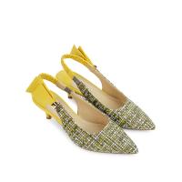 giày sandal nữ phối quai màu vàng tạo nữ tính hơn, giá lại cũng rất rẻ tại sablanca