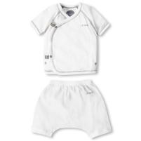 bộ quần áo trẻ sơ sinh màu trắng cộc tay của lecoon luôn tạo cho bé trông xinh tươi và năng động