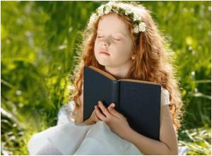 Nhờ những giá trị của sách, con người mới nâng cao kiến thức và phát triển nhân cách hoàn mỹ hơn