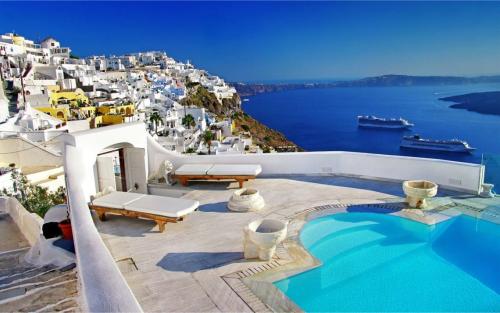 Santorini, Hy Lạp, là một trong những địa điểm đẹp nhất trên thế giới