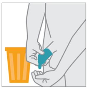 Cẩn thận tháo bao cao su ra khỏi dương vật và ném nó vào thùng LÀ MỘT TRONG NHỮNG CÁCH SỬ DỤNG BAO CAO SU NAM ĐÚNG CÁCH