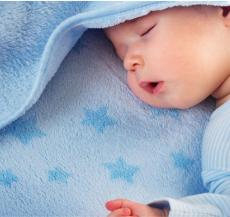 trẻ sơ sinh thức đêm là điều hoàn toàn bình thường
