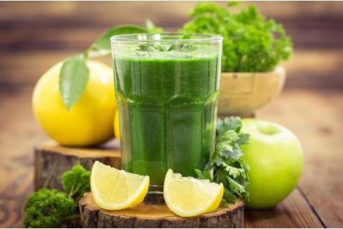 Chế biến nước ép của cần tây cùng trái cây khác để phát huy nhiều công dụng của nó hơn