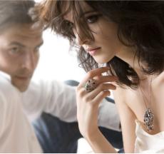 dựa vào các vẻ ngoài quyến rũ là cách thu hút đàn ông tốt nhất từ phụ nữ