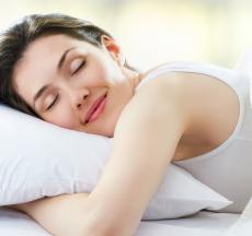 lợi ích của việc ngủ đủ giấc là giúp làm giảm căng thẳng, có thể chất khỏe mạnh, tăng cường hệ thống miễn dịch...