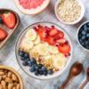 gạo lức, quả lê, dâu tây, thịt nạc, trứng...là những thực phẩm giúp cơ thể giảm cân, đốt cháy chất béo, mỡ thừa hiệu quả và lành mạnh