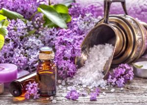 tinh dầu của hoa oải hương có tác dụng làm giảm căng thẳng, chữa lành vết thương