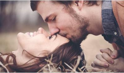 Cảm xúc của một đàn ông khi đang yêu bạn họ sẽ biểu hiện như thế nào?